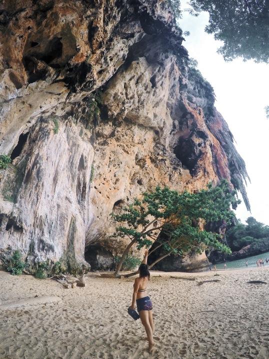 形成天然的岩壁